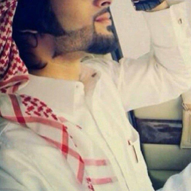 خلفيات شباب سعوديين خقق بالشماغ