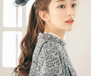 ulzzang, curly hair, and girl image