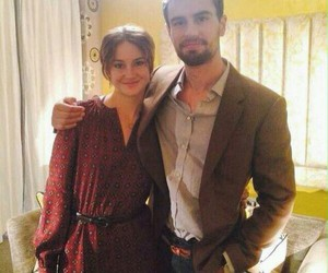 Shailene Woodley, theo james, and insurgent image