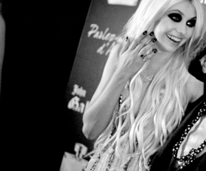 black and white, girl, and Taylor Momsen image