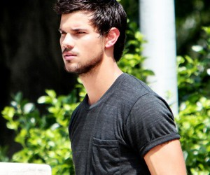 Taylor Lautner and tracers image
