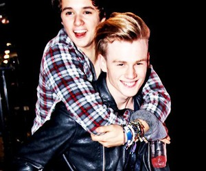 tradley, brad simpson, and the vamps image