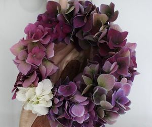 green, wreath, and violet fleurs image