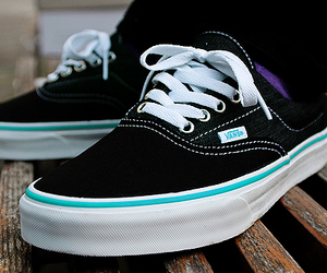 preto, vans, and vans off the wall image