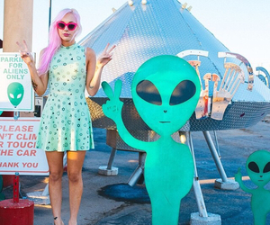 alien, grunge, and girl image