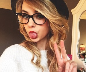 girls with glasses Pretty