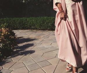 Dubai, caftan, and abaya image