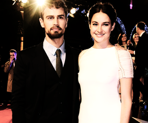 Shailene Woodley, theo james, and insurgent premiere image