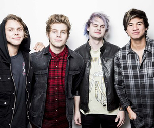 5sos, 5 seconds of summer, and luke hemmings image