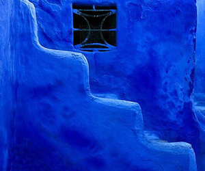 Bleu and stairs image