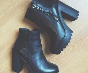 black and fashion image