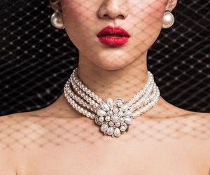 hat, pearls, and voilette image