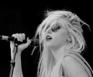 Taylor Momsen, the pretty reckless, and rock image