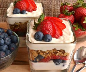 blueberry, granola, and parfait image