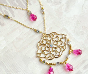jewelry, long necklace, and roses image