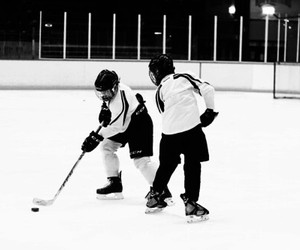 boys, patinoire, and sport image