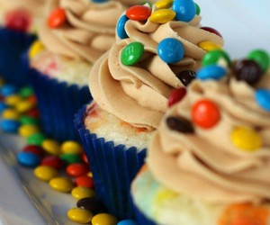 cupcake, food, and m&m image