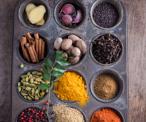 trayful of spices image