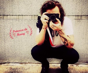 photograph, Harry Styles, and cutes a botton haha image