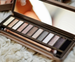 eye shadow, makeup, and pallette image