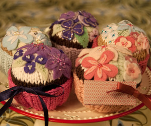 knitting, studio lighting, and knitted cupcakes image