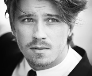 garrett hedlund and actor image