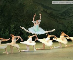 ballet and grand jette image