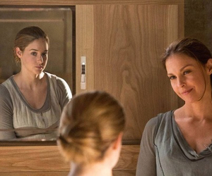 Shailene Woodley, divergent, and veronica roth image