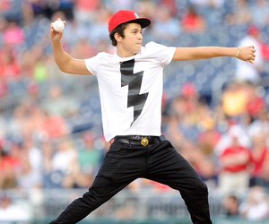 austin mahone and baseball image
