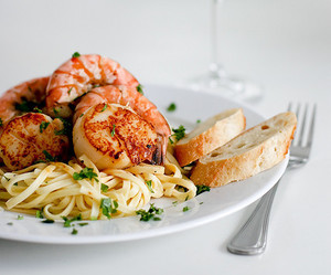 food, wine, and pasta image