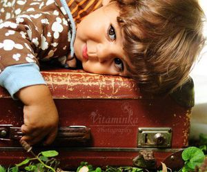child and suitcase image