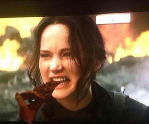 Jennifer Lawrence, pizza, and the hunger games image