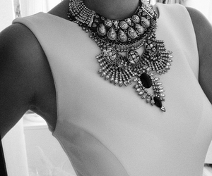 necklace and neckless image
