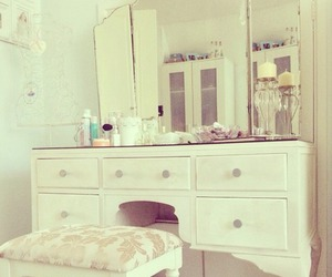 girly, room, and rosy image