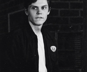 evan peters and ahs image