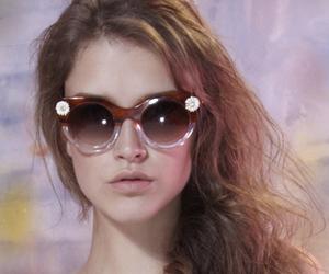 glasses and sretsis image