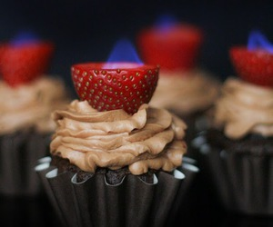 cupcake, chocolate, and strawberry image