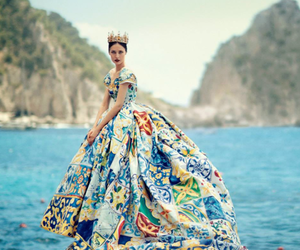 dress, Queen, and model image