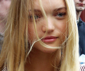Gemma Ward and model image