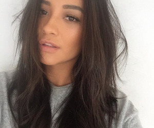 shay mitchell, pretty little liars, and pll image