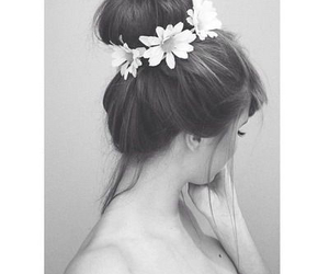 b&w, black and white, and daisy image