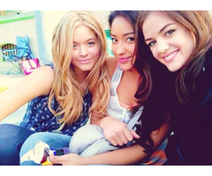 pretty little liars and lucy hale image