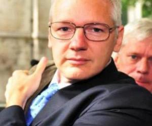 julian assange, wikileak, and pardaphash.com image