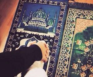 تفسير سجادة الصلاة في الحلم رؤية الصلاة على سجادة في المنام