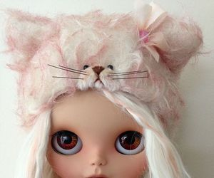 hat, cute, and blythe dolls image