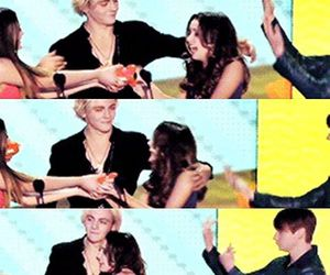 raura and a&a image