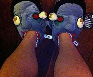 zombie plush and slippers pantufa image
