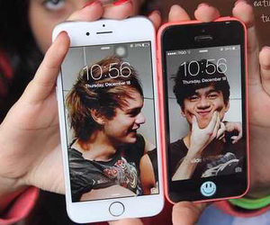 5sos and iphone image