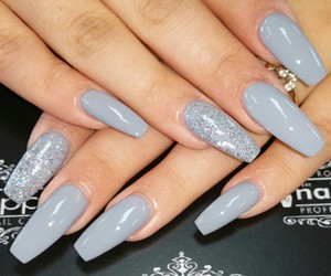 greynails and coffinshapenails image