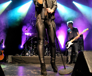 band, vocalist, and fefe dobson image